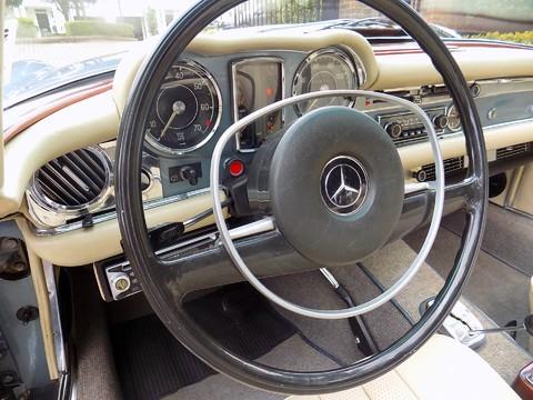 Mercedes-Benz SL Series 280SL Pagoda Sports 22