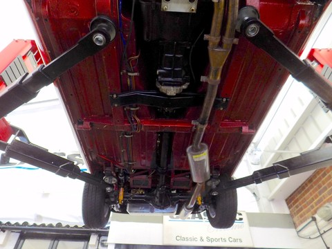 MG B V8 ROADSTER 16