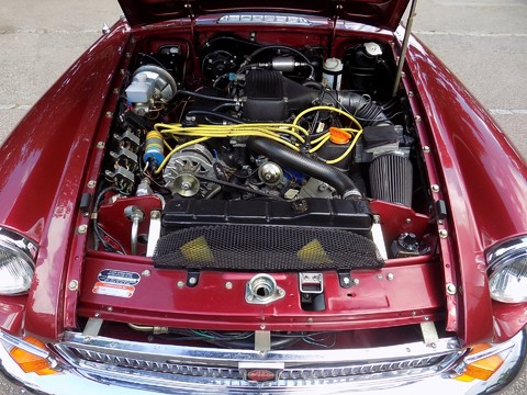 MG B V8 ROADSTER 2