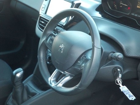 Peugeot 208 PURE TECH SIGNATURE S/S 3