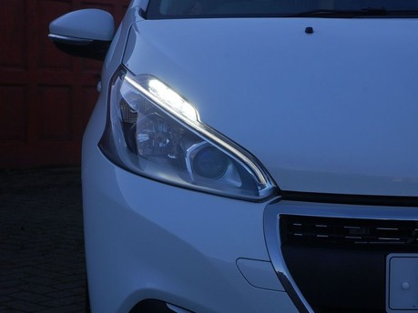 Peugeot 208 PURE TECH SIGNATURE S/S 7