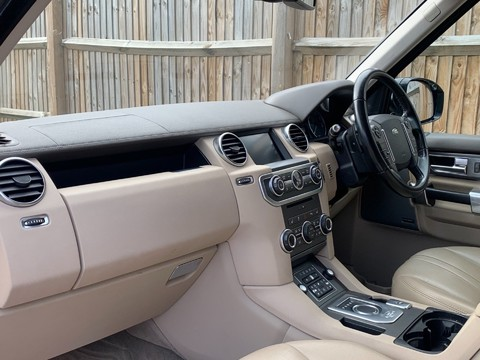 Land Rover Discovery SDV6 SE TECH 9