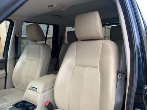 Land Rover Discovery SDV6 SE TECH 10