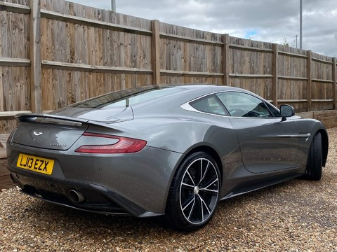 Aston Martin Vanquish V12 6