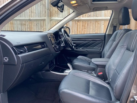 Mitsubishi Outlander PHEV 4H 7