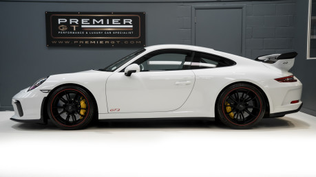 Porsche 911 991.2 GT3-HUGE SPECIFICATION-FRONT-AXLE LIFT-PCCBS-6 SPEED MANUAL. 4
