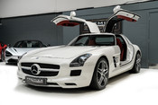 Mercedes-Benz SLS AMG 6.2 V8. ONE FORMER KEEPER. HUGE SPECIFICATION. DESIGNO RED LEATHER. 6