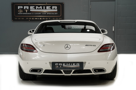 Mercedes-Benz SLS AMG 6.2 V8. ONE FORMER KEEPER. HUGE SPECIFICATION. DESIGNO RED LEATHER. 8