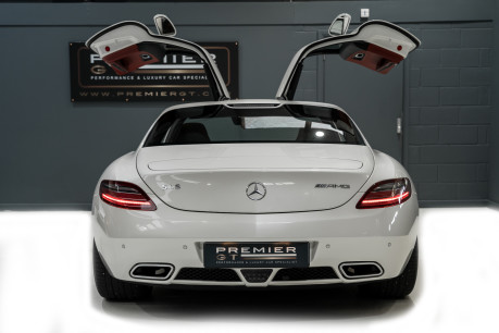 Mercedes-Benz SLS AMG 6.2 V8. ONE FORMER KEEPER. HUGE SPECIFICATION. DESIGNO RED LEATHER. 10
