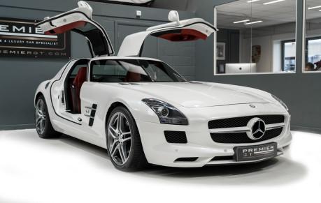 Mercedes-Benz SLS AMG 6.2 V8. ONE FORMER KEEPER. HUGE SPECIFICATION. DESIGNO RED LEATHER. 29