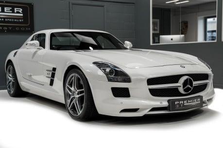Mercedes-Benz SLS AMG 6.2 V8. ONE FORMER KEEPER. HUGE SPECIFICATION. DESIGNO RED LEATHER. 30