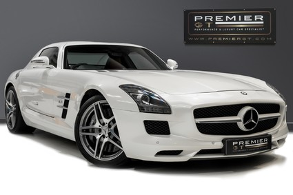 Mercedes-Benz SLS AMG 6.2 V8. ONE FORMER KEEPER. HUGE SPECIFICATION. DESIGNO RED LEATHER.