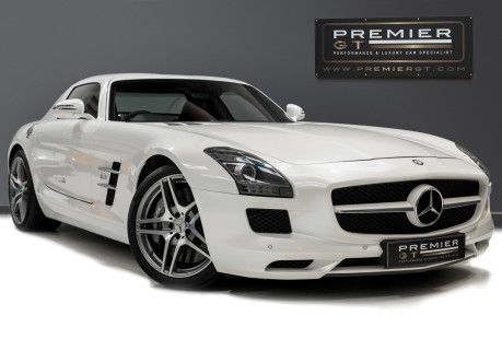 Mercedes-Benz SLS AMG 6.2 V8. ONE FORMER KEEPER. HUGE SPECIFICATION. DESIGNO RED LEATHER. 1