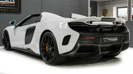 McLaren 675LT SPIDER. 3.8 V8. SSG CARBON FIBRE EXT PACK. CARBON FIBRE INT PACK FRONT LIFT 12