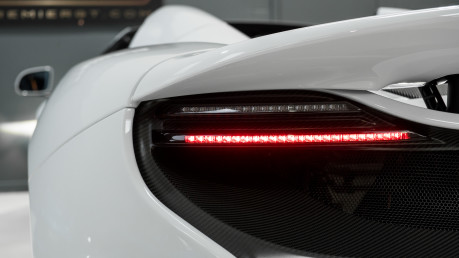 McLaren 675LT SPIDER. 3.8 V8. SSG CARBON FIBRE EXT PACK. CARBON FIBRE INT PACK FRONT LIFT 18
