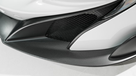 McLaren 675LT SPIDER. 3.8 V8. SSG CARBON FIBRE EXT PACK. CARBON FIBRE INT PACK FRONT LIFT 32