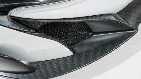 McLaren 675LT SPIDER. 3.8 V8. SSG CARBON FIBRE EXT PACK. CARBON FIBRE INT PACK FRONT LIFT 33