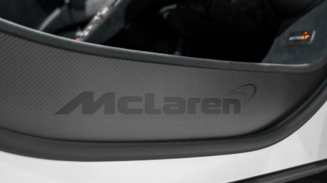 McLaren 675LT SPIDER. 3.8 V8. SSG CARBON FIBRE EXT PACK. CARBON FIBRE INT PACK FRONT LIFT 49