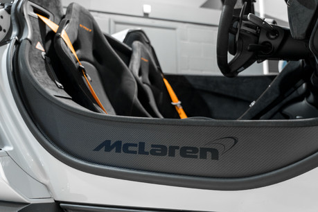 McLaren 675LT SPIDER. 3.8 V8. SSG CARBON FIBRE EXT PACK. CARBON FIBRE INT PACK FRONT LIFT 1