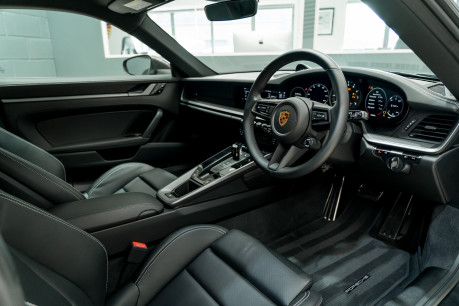 Porsche 911 CARRERA S PDK. SPORTS CHRONO PACKAGE. SPORTS EXHAUST. BOSE SOUND SYSTEM. 29
