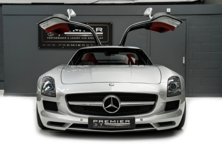 Mercedes-Benz SLS AMG. 6.2 V8. GREAT SPECIFICATION. EXCLUSIVE RED LEATHER. B & O BEOSOUND. 3