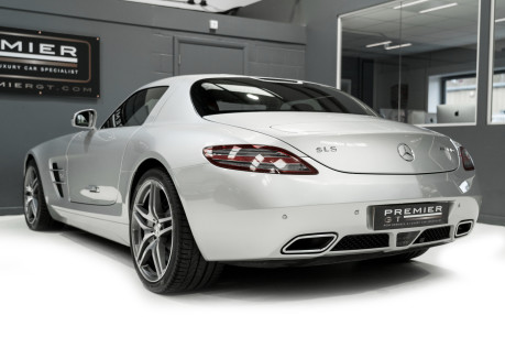 Mercedes-Benz SLS AMG. 6.2 V8. GREAT SPECIFICATION. EXCLUSIVE RED LEATHER. B & O BEOSOUND. 8