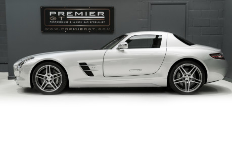Mercedes-Benz SLS AMG. 6.2 V8. GREAT SPECIFICATION. EXCLUSIVE RED LEATHER. B & O BEOSOUND. 7