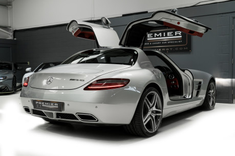 Mercedes-Benz SLS AMG. 6.2 V8. GREAT SPECIFICATION. EXCLUSIVE RED LEATHER. B & O BEOSOUND. 11