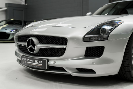 Mercedes-Benz SLS AMG. 6.2 V8. GREAT SPECIFICATION. EXCLUSIVE RED LEATHER. B & O BEOSOUND. 32