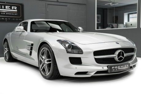 Mercedes-Benz SLS AMG. 6.2 V8. GREAT SPECIFICATION. EXCLUSIVE RED LEATHER. B & O BEOSOUND. 33