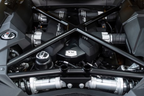 Lamborghini Aventador LP700-4 6.5 V12 COUPE. GREAT SPEC. £10K OPTIONAL PAINT. GLASS ENGINE COVER. 58