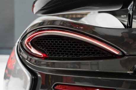 McLaren 570S V8 3.8 SSG. VEHICLE LIFT SYSTEM. REAR CAMERA. MCLAREN WARRANTY UNTIL 2022 15