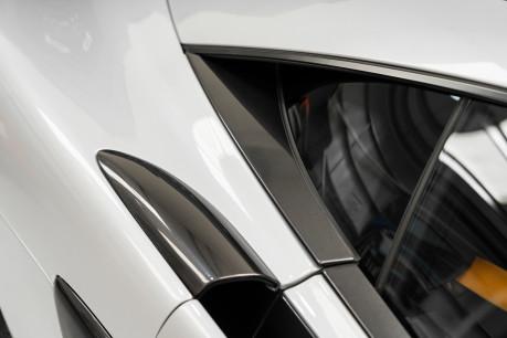 McLaren 570S V8 3.8 SSG. VEHICLE LIFT SYSTEM. REAR CAMERA. MCLAREN WARRANTY UNTIL 2022 17