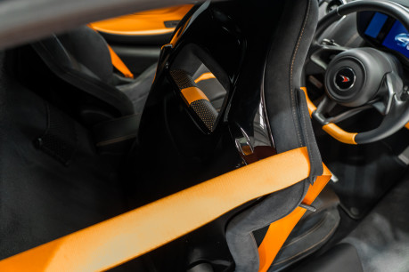 McLaren 570S V8 3.8 SSG. VEHICLE LIFT SYSTEM. REAR CAMERA. MCLAREN WARRANTY UNTIL 2022 34