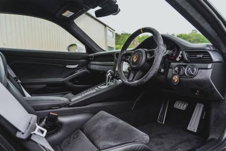 Porsche 911 GT3 RS 4.0 PDK. 991.2. CLUBSPORT PACK. PCCBS. FRONT AXLE LIFT. BOSE. 4