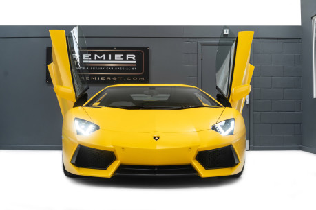 Lamborghini Aventador LP700-4 6.5 V12 COUPE, GREAT SPEC, £10K OPTIONAL PAINT, GLASS ENGINE COVER 3