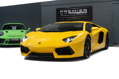 Lamborghini Aventador LP700-4 6.5 V12 COUPE, GREAT SPEC, £10K OPTIONAL PAINT, GLASS ENGINE COVER 4