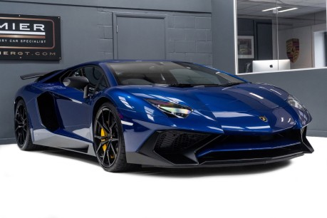 Lamborghini Aventador SV LP750-4 6.5 V12 COUPE, ONE OWNER FROM NEW, PART OF A PRIVATE COLLECTION 8