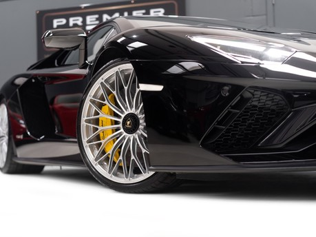 Lamborghini Aventador S LP740-4 6.5 V12 COUPE, 1 OWNER, ONLY 1,100 MILES, INTERIOR CARBON PACK