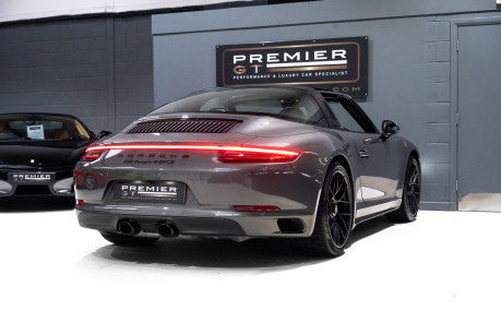 Porsche 911 TARGA 4 GTS 3.0 PDK, ONLY ONE FORMER KEEPER, PORSCHE WARRANTY TO DEC 2020 6