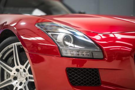 Mercedes-Benz SLS AMG. 6.2 V8. LEMANS RED. CARBON INTERIOR PACK. B & O BEOSOUND. 1 OWNER. 17