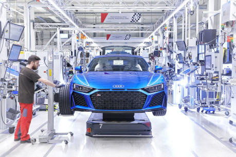 Audi's fastest model is now even hotter: New 2019 Audi R8 revealed! 17