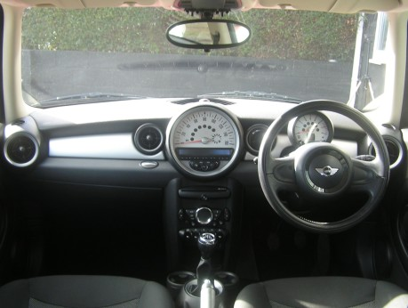 Mini Hatchback One 1.6 Pepper + CLIMATE + DAB + BLUETOOTH 9