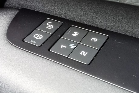 Land Rover Discovery SD4 Commercial HSE - Park Assist 31