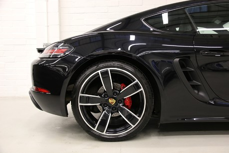 Porsche 718 Cayman S PDK with an Ultimate Specification Service History
