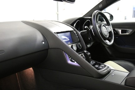 Jaguar F-Type R AWD with a Great Spec and Just Serviced by Jaguar 4