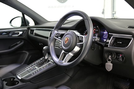 Porsche Macan GTS PDK with Panoramic Roof, BOSE, PDLS+ 7