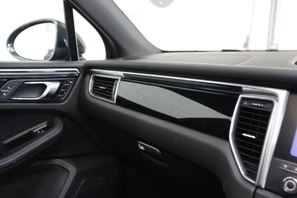 Porsche Macan GTS PDK with Panoramic Roof, BOSE, PDLS+ 27