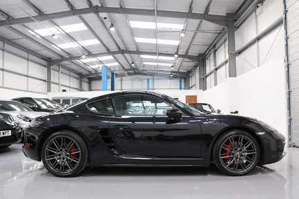 Porsche 718 Cayman S PDK with a Huge Specification 1