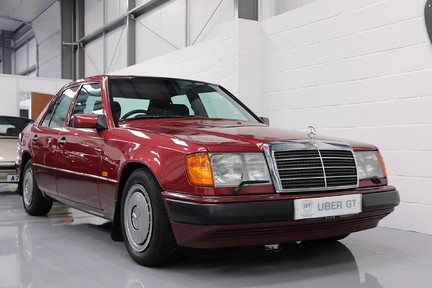 Mercedes-Benz 300 D in Stunning Condition and Low Mileage 2